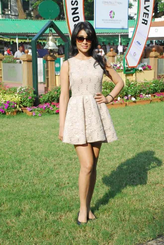 Shriya Saran Thigh Wallpapers In Hot Short Frock