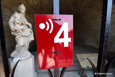 Beyond number (4), by Guillermo Aldaya / PhotoConversa
