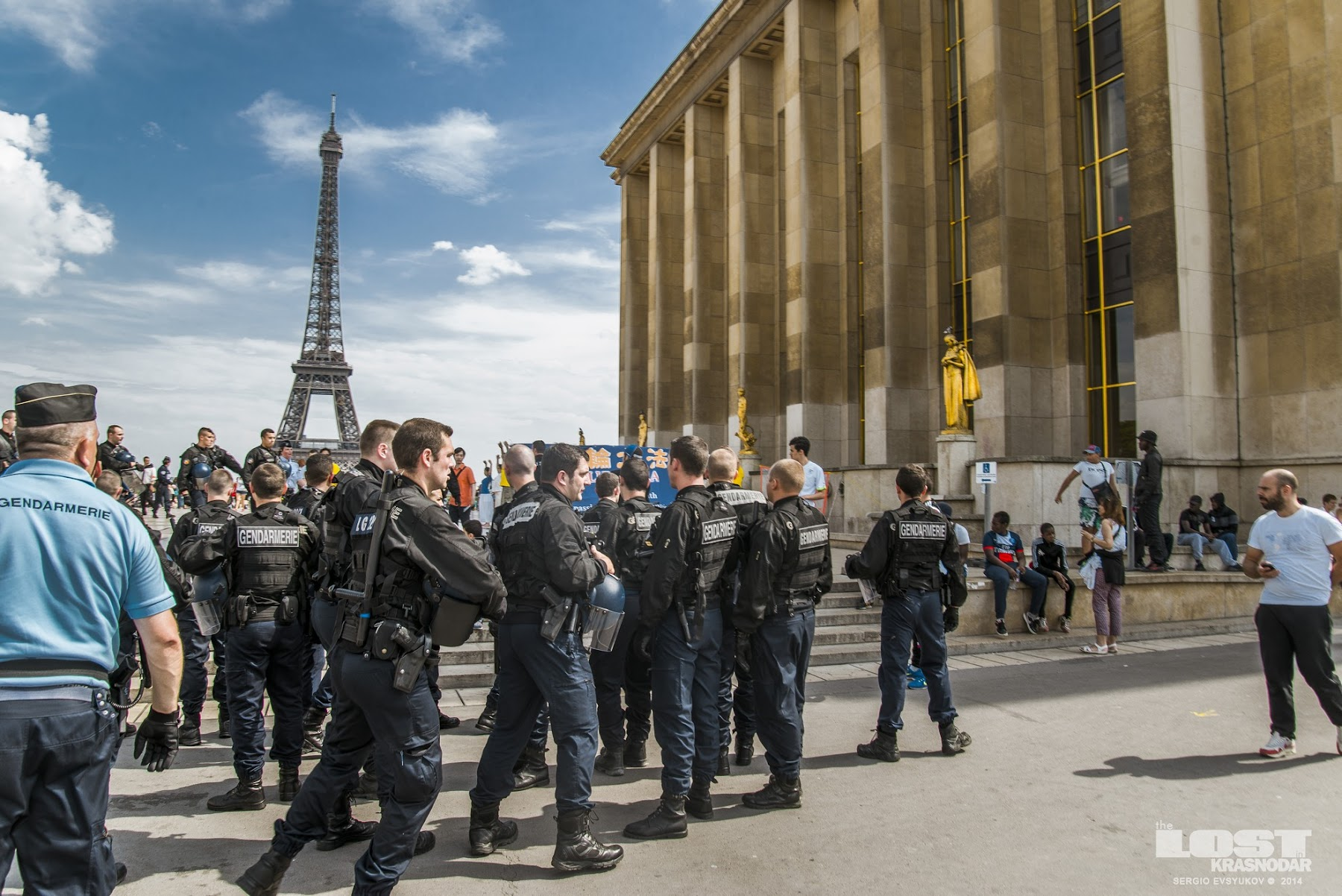 Cordon of gendarmes, pro-Palestinian protest