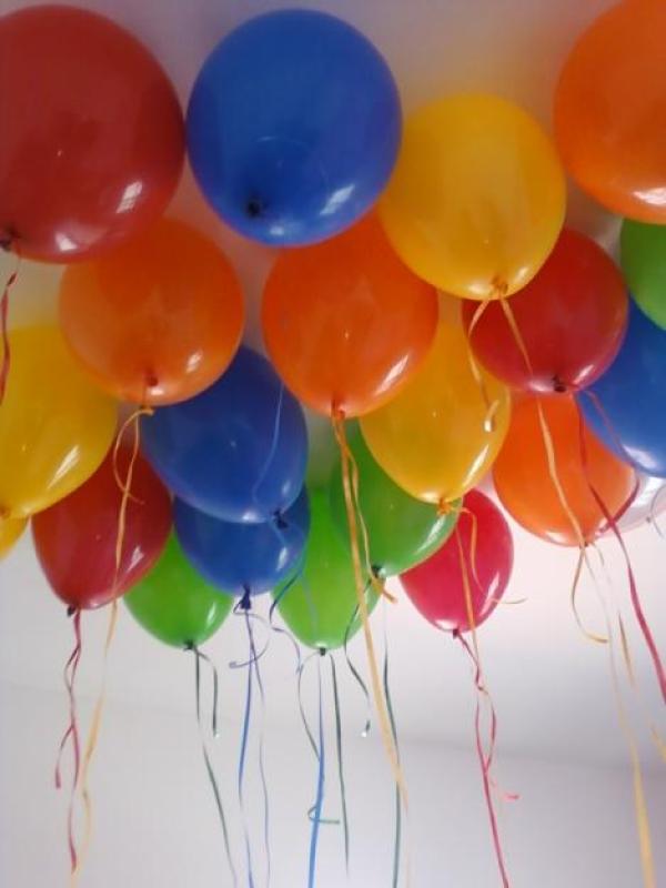 De mesa y globos con gas helio decoracion centro de mesa con globos de