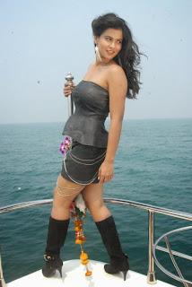 Actress Sharmila Mandre Expose Thunder Thigh in Fashion Dress