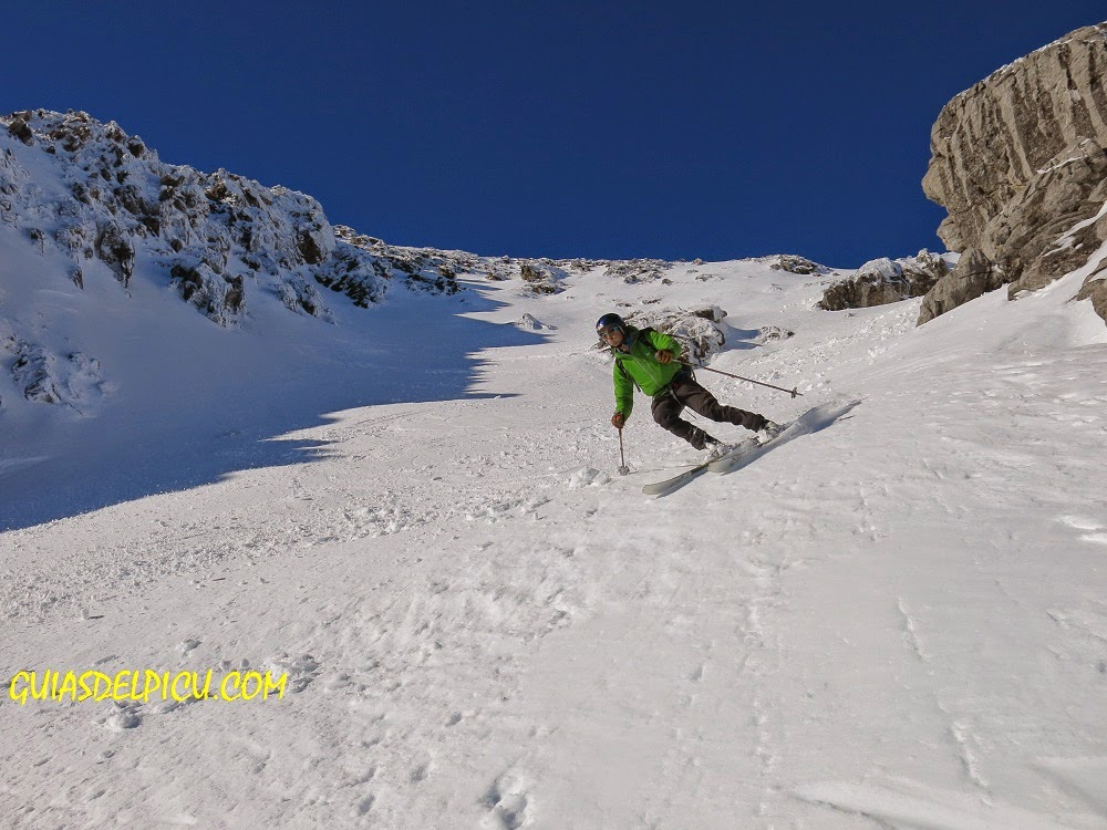 Fernando Calvo Gonzalez guia de alta montaña , escalar ubiña por la norte clasica con guia