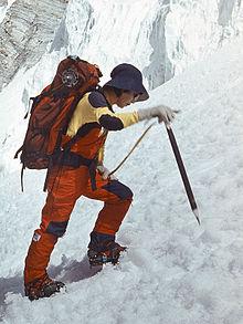 雪の壁に挑戦するありし日の田部井さん