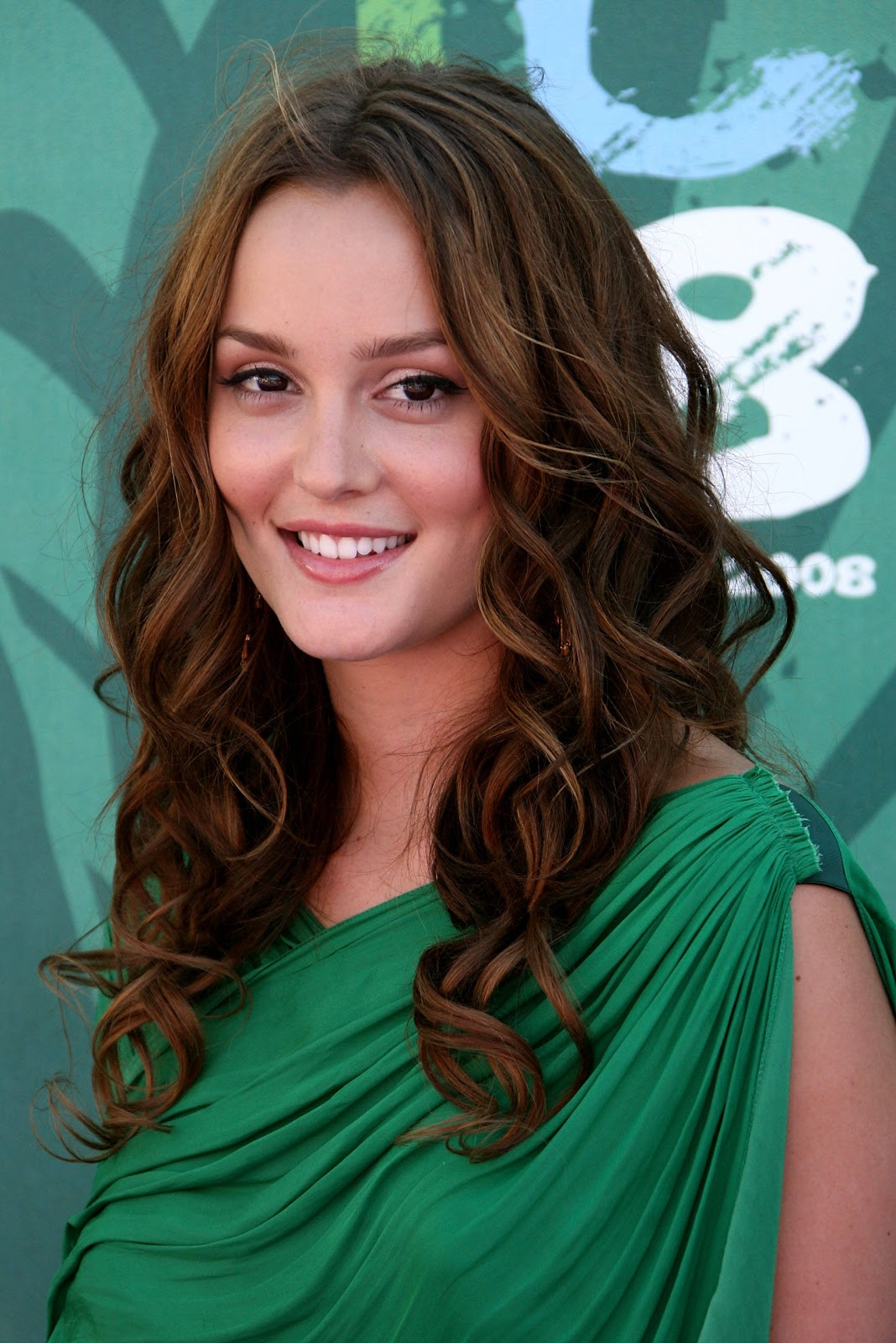 Elegant Curly Prom Hairstyle Pictures