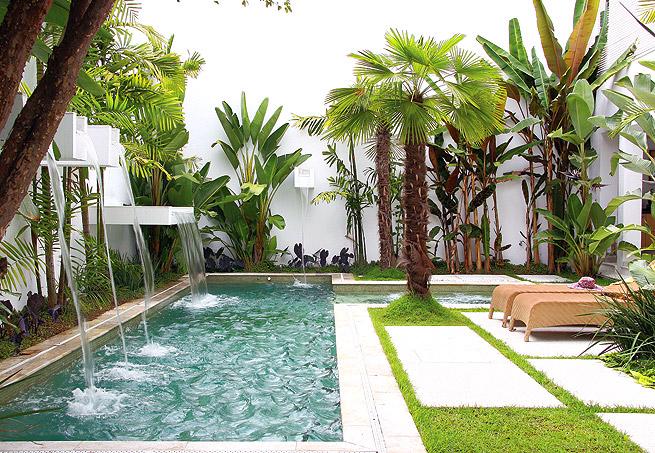 quintal jardim gloria : quintal jardim gloria:Um jardim, por menor e mais simples que seja, valoriza muito a casinha