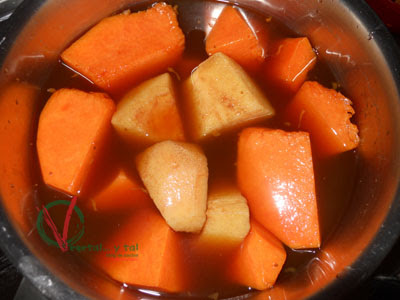 Cocer la fruta en el jugo de higos.
