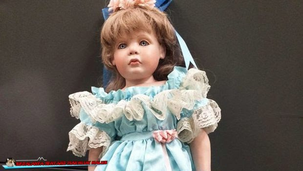 Apa dalam pikiran Anda dikala di halaman rumah Anda datang Mengerikan, Ada Boneka Tiba-Tiba Muncul di Depan Rumah Keluarga