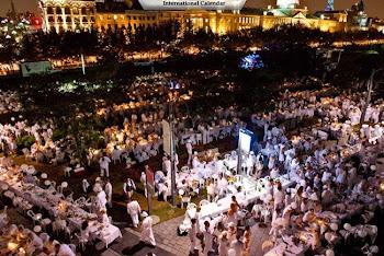 Si chiamano «diners en blanc» le cene-flash mob, per migliaia di persone, dove tutto è candido. Ecc