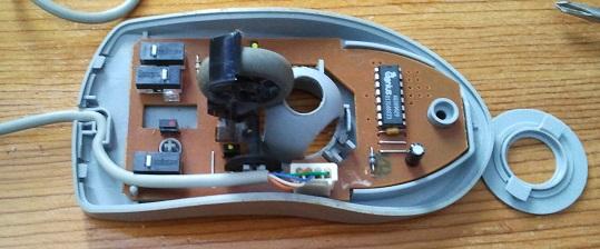 Circuitería del ratón. La rueda se puede levantar (y quitar)