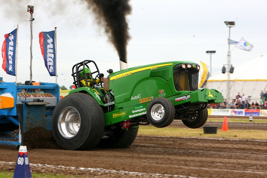 Pro Stock Pulling Tractors : Tractor pulling news pullingworld john deere sold