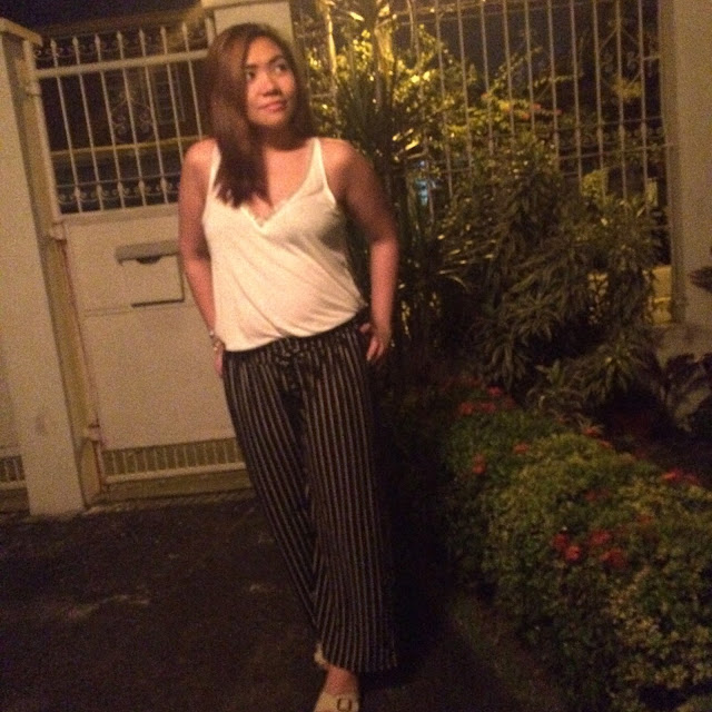 chic+semi formal+H&M+deep v-neck top+palazzo pants+chunky slippers