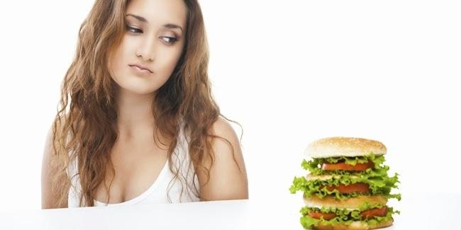 Kesehatan - Hindari Kebiasaan Saat Makan Malam