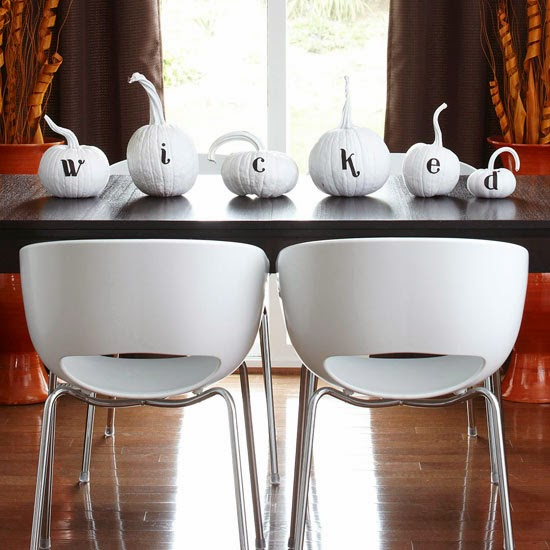 simple Halloween tablescape