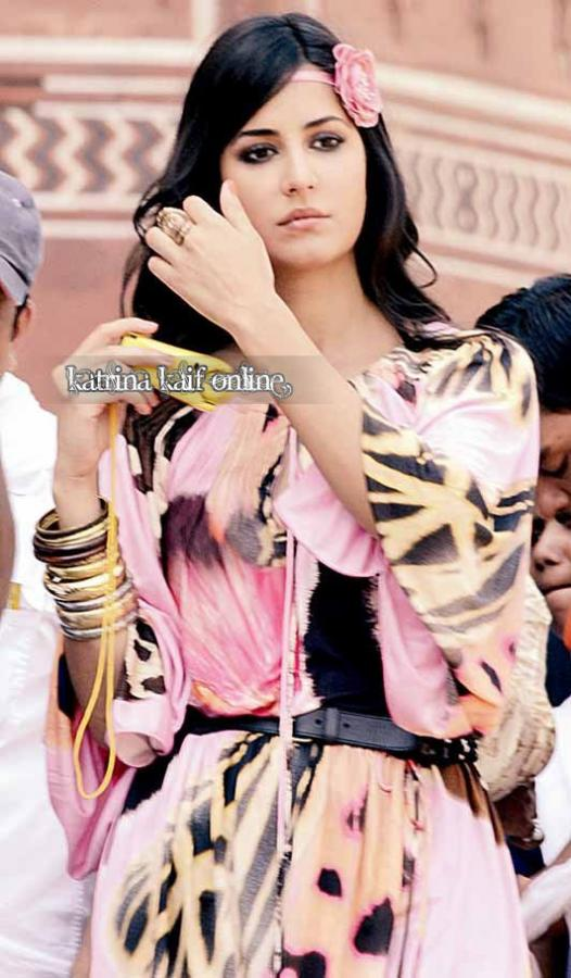 latest images of katrina kaif in mere brother ki dulhan. Katrina Kaif glamorous photos in 'Mere Brother Ki Dulhan'