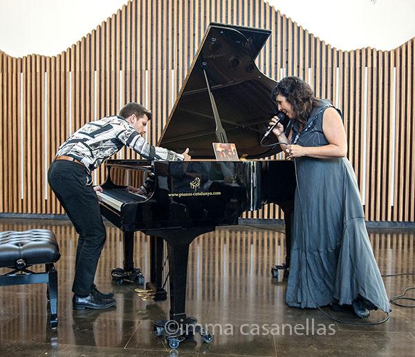 Marco Mezquida i Celeste Alías a la presentació de Llunàtics a Caves Mas Tinell, Vilafranca del Penedès, 7-6-2015)