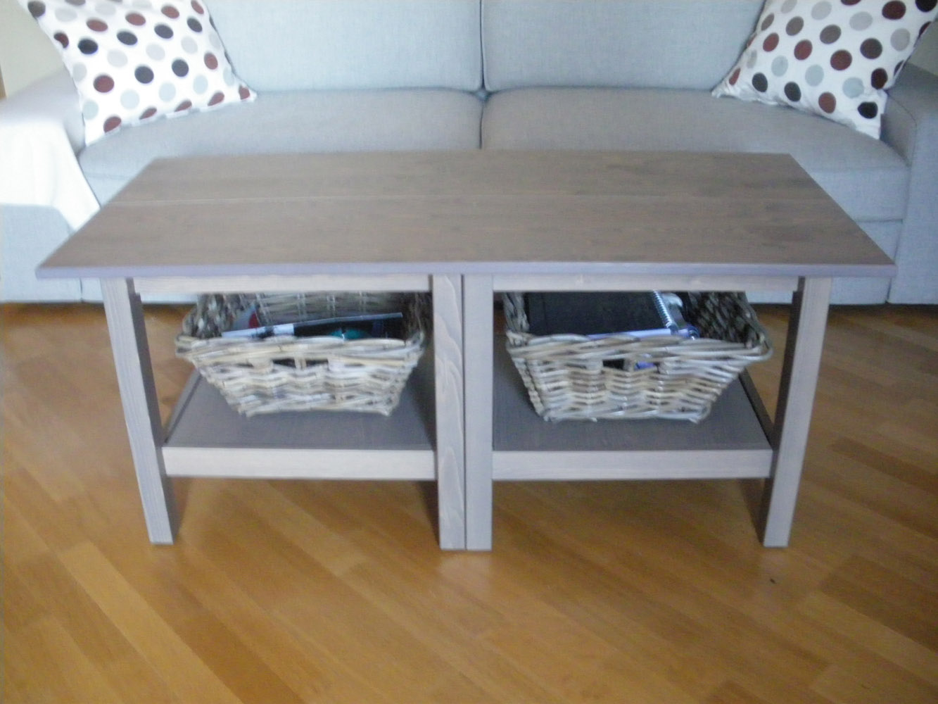 Ikea hack la mesa de centro hemnes con baldas ekby como for Mesa salon ikea