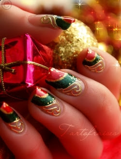 Christmas-Nails-for-Girls
