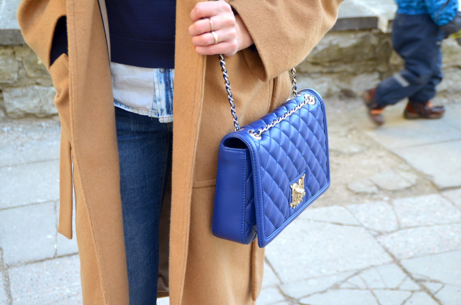 love-moschino-blue-quilted-bag-mango-camel-coat