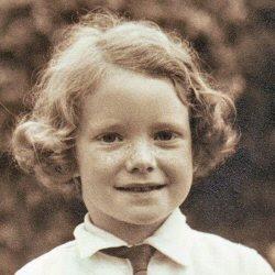 Moi 1949 - Profile