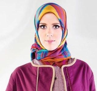 Model Hijab Shafira Dengan Motif Terbaru