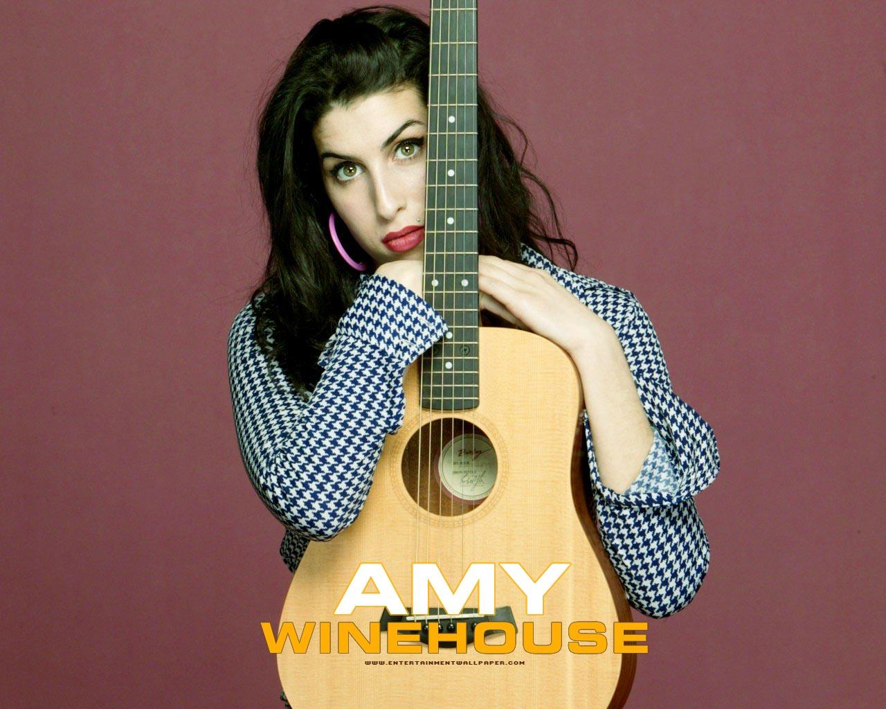 http://3.bp.blogspot.com/-hkdnyIsZzfg/UNHUtu9quYI/AAAAAAAAn7I/z7bcVVyWpV0/s1600/amy-winehouse-guitar.jpg