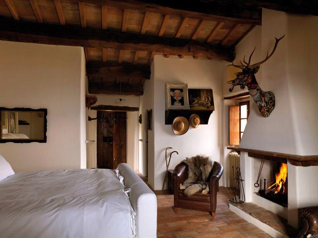 casa rural en italia suite chimenea rustica