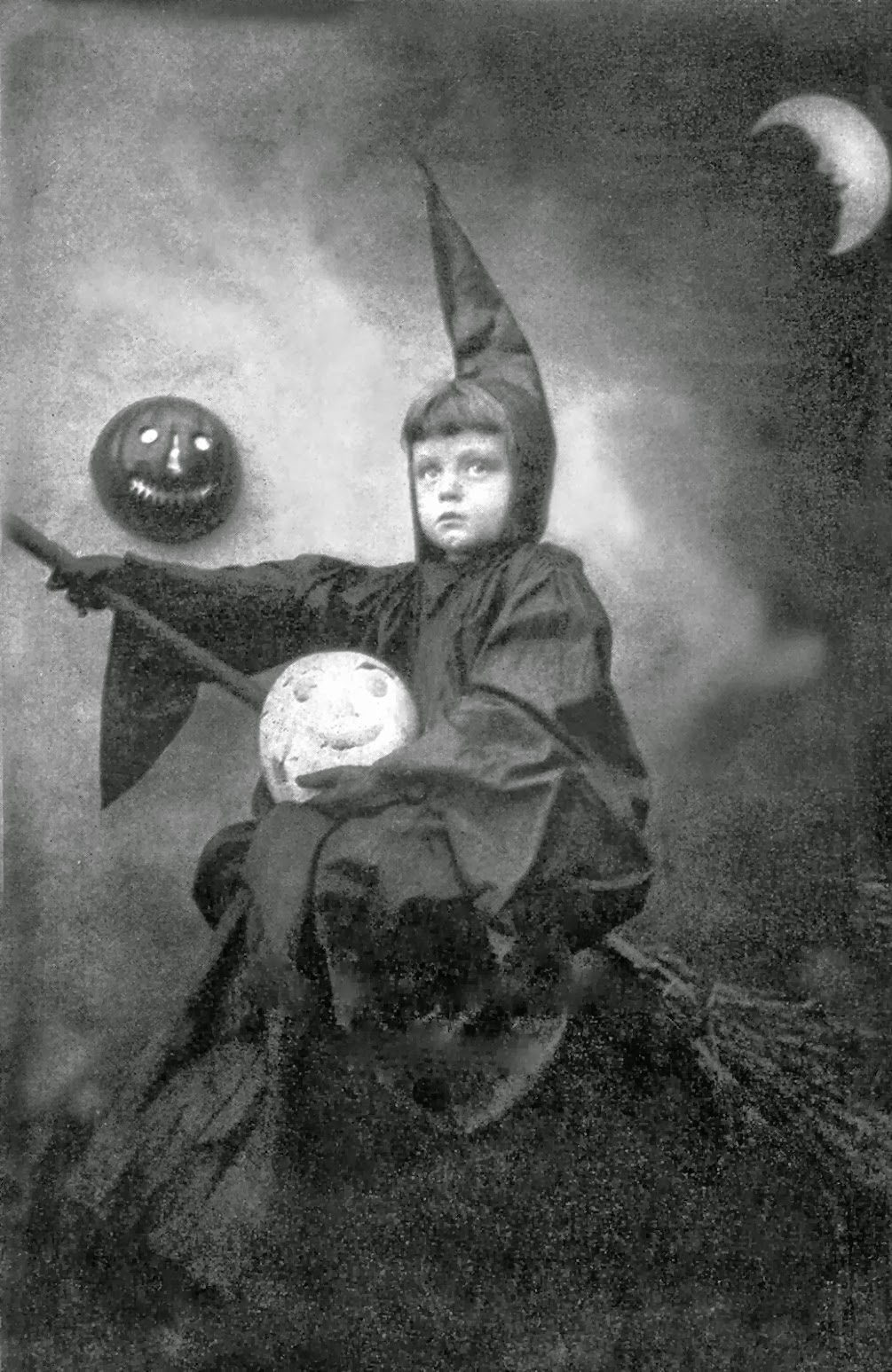 vintage photos of funny halloween costumes from between the 1900s vintage photos of funny halloween costumes from between the 1900s - Halloween Costumes 1900