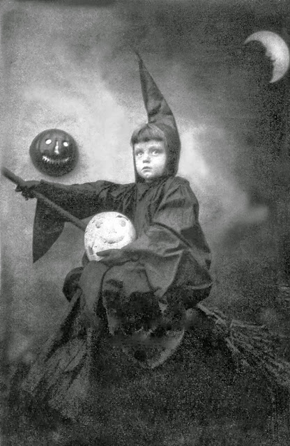 vintage photos of funny halloween costumes from between. Black Bedroom Furniture Sets. Home Design Ideas