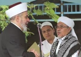 PERLUKAH KITA BERMAZHAB? - Muslem Hamdani