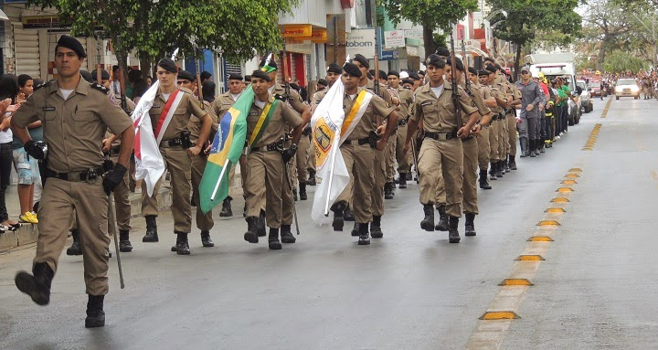 DESFILE 7 DE SETEMBRO 2014 JANAÚBA POLÍCIA MILITAR