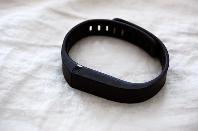 how to know when fitbit flex 2 is charged
