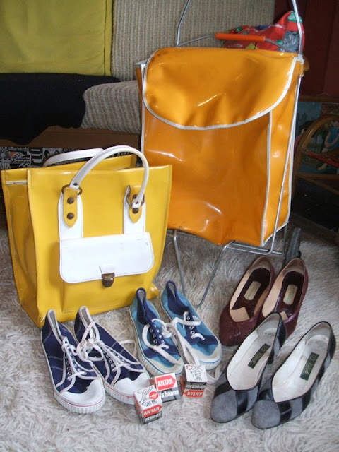 70s shopping trolley yellow tote bag , shoes , Antar 1960 60s 1970 boussole