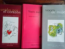 Ejemplares con poemas incluidos.