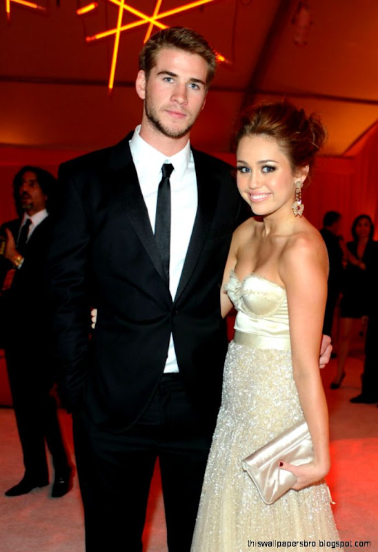 miley cyrus and liam hemsworth dating 2014 Miley cyrus and liam hemsworth rekindled their relationship after hemsworth admitted that he still loved miley in an interview she texted him about it – and the rest is history cyrus was spotted in new york wearing her old engagement band earlier this year.