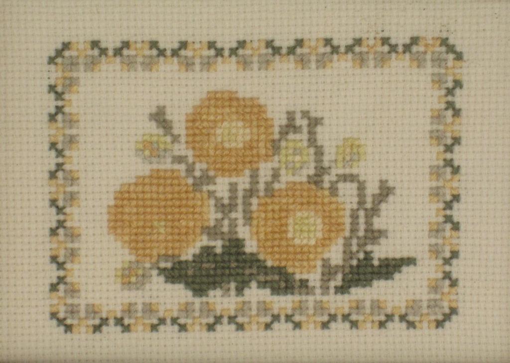 Flores amarillas a punto de cruz