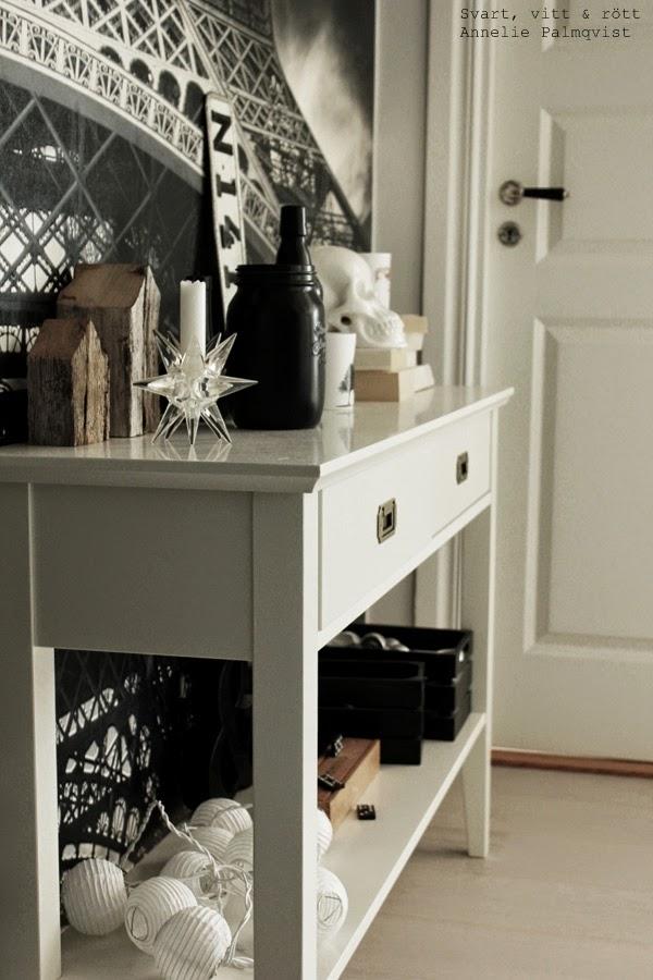 vitt avlastningsbord, före och efter renovering, vitt, bord, ljusslingor, detaljer i hall, fototapet, inredning, inspiration, renovera hall,