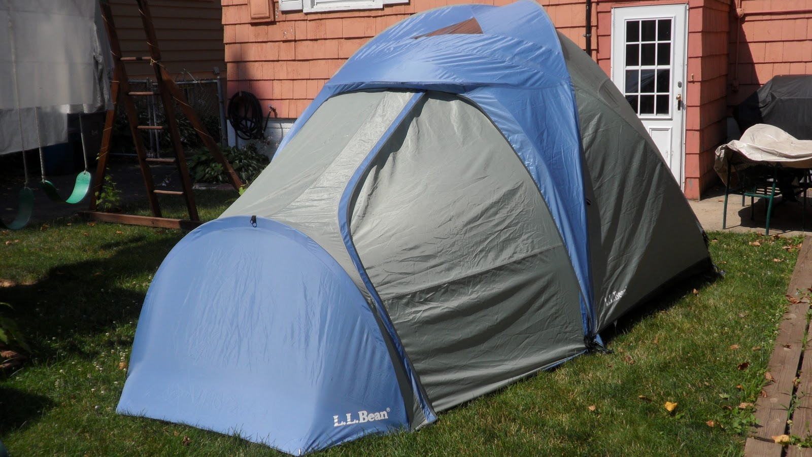 For sale is a 10+ year old LL Bean 4 person dome tent (Model LLB L) in very very good condition. Probably used 10 - 15 times and has been stored inside and unused for the lest few years.