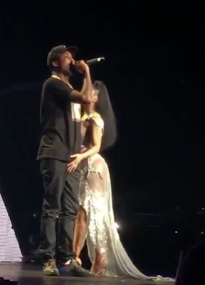 Nicki Minaj Grabs Meek Mill's Dick On Stage During Pinkprint Tour Chicago