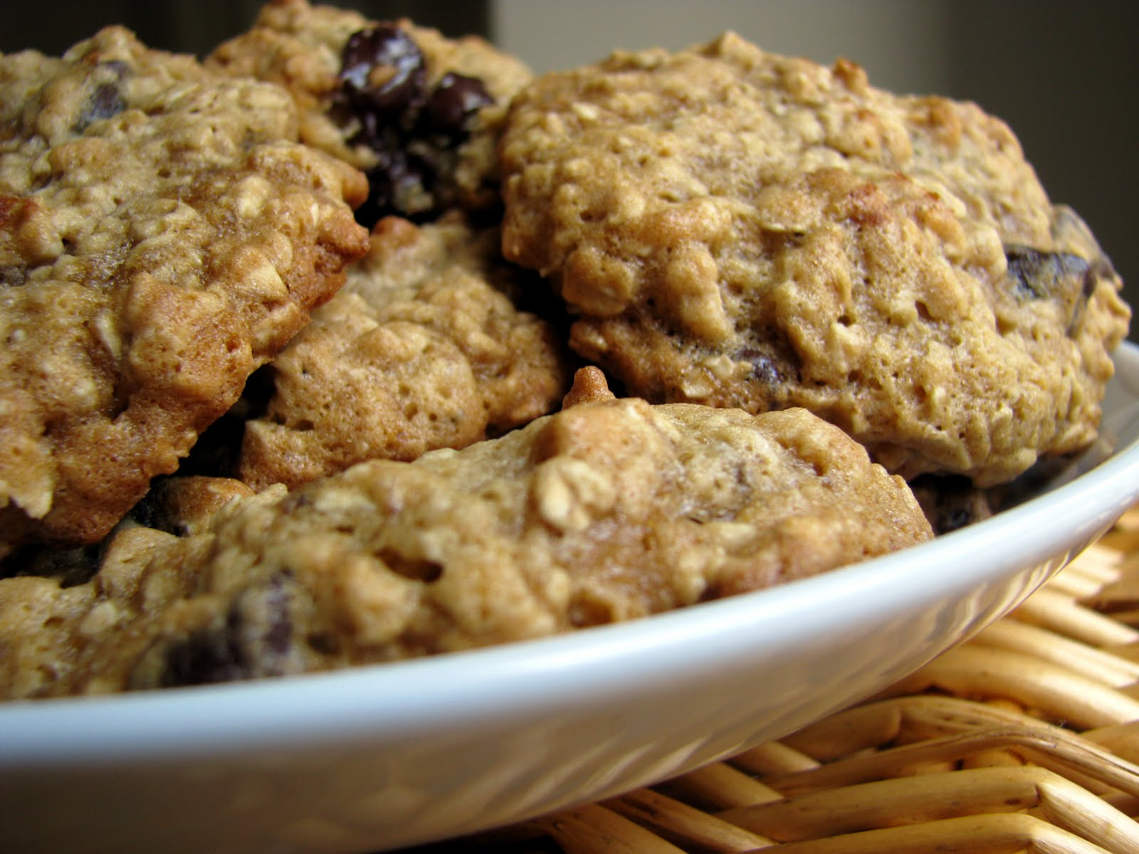 Low fat oatmeal chocolate chip cookies recipe dishmaps for Low fat chocolate biscuits