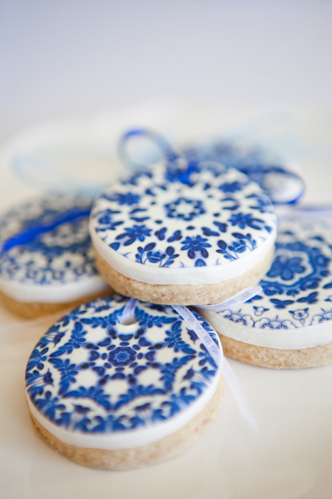 Close up of the spice cookies with delft edible image. I loved how ...