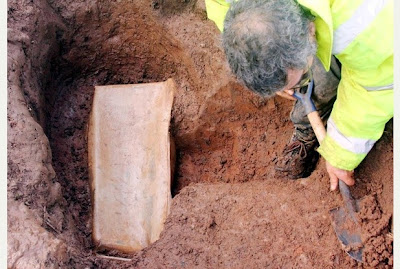 'Roman child's coffin' found in Leicestershire