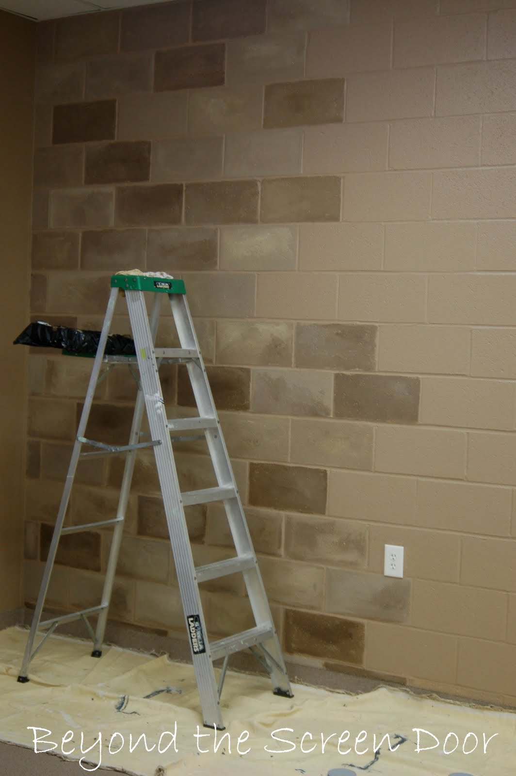 How to paint a concrete wall to look like stone beyond - Concrete block painting ideas ...