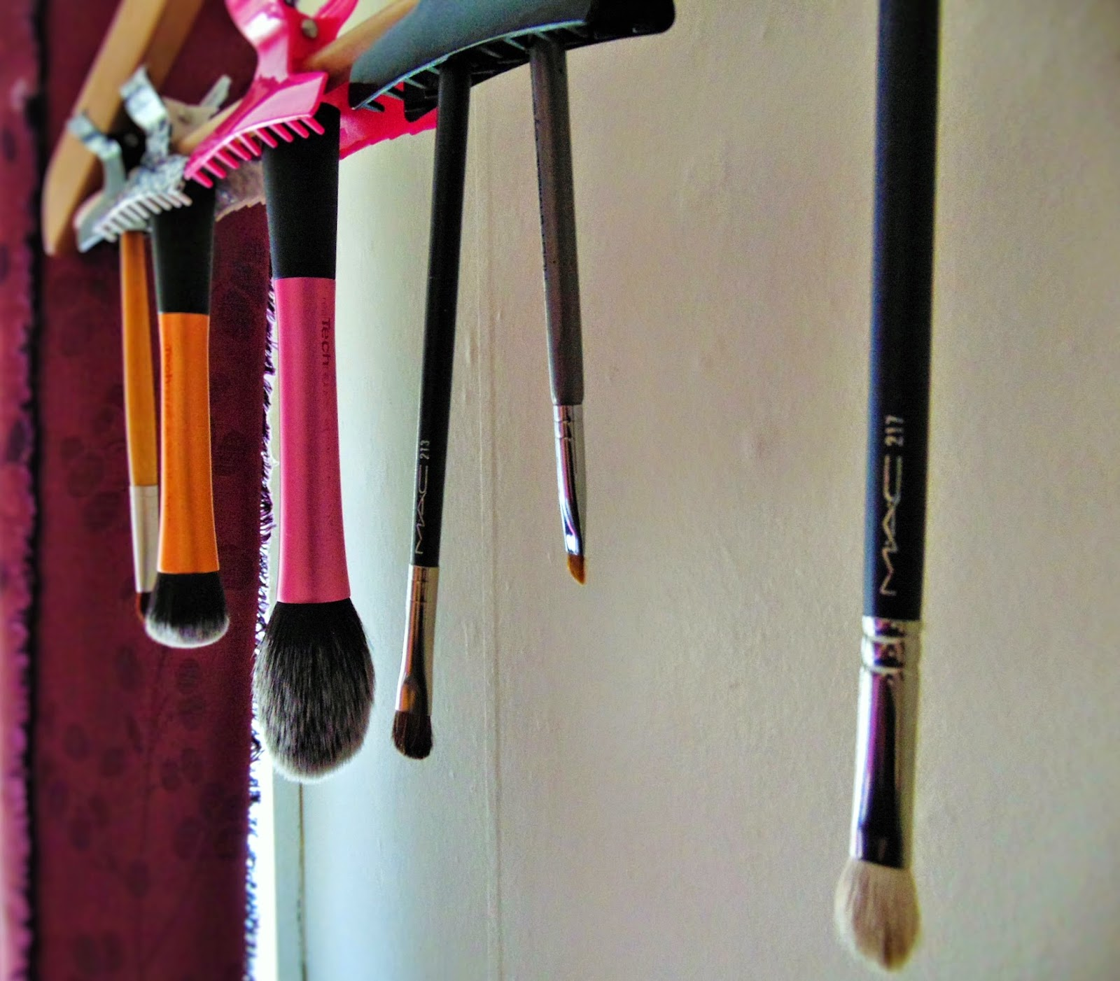 Tip of the week - the best way to dry your make up brushes mac217 mac213 real techniques eco tools