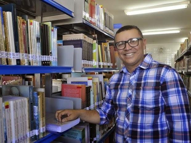 Vigilante cursou mestrado e doutorado estudando durante madrugadas