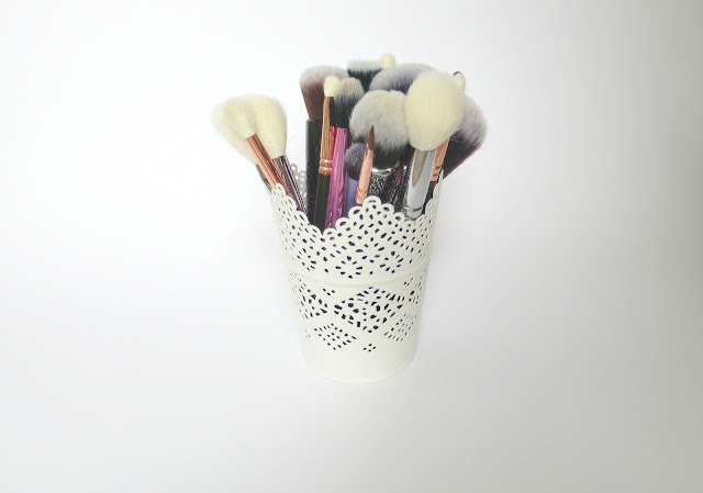 Perfect Brush and Beauty Matches make up pot