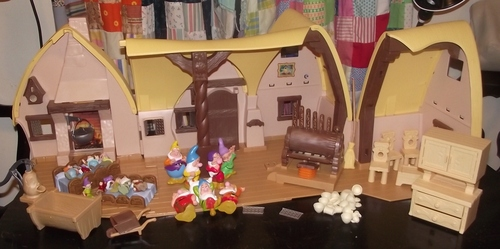 Snow White and the Seven Dwarfs Cottage Play Set, Image
