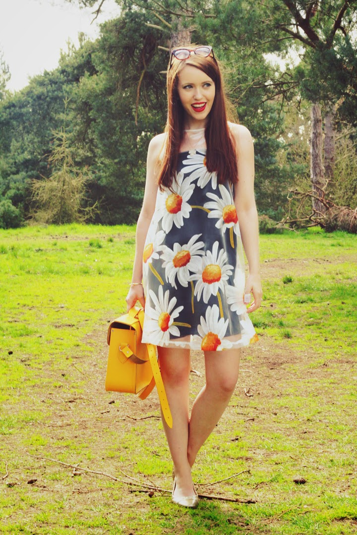 daisy dress fashion blogger yellow