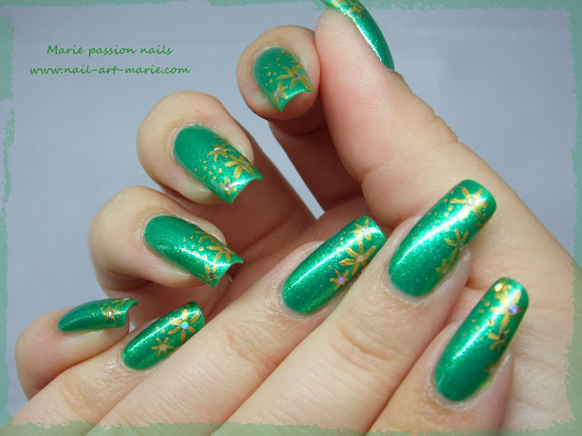 Nail art étoiles dorées très facile pour débutantes1