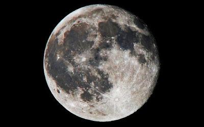 Hipernovas: E se Quiséssemos Parar a Lua Para Que Ela Caísse na Terra? [Artigo]