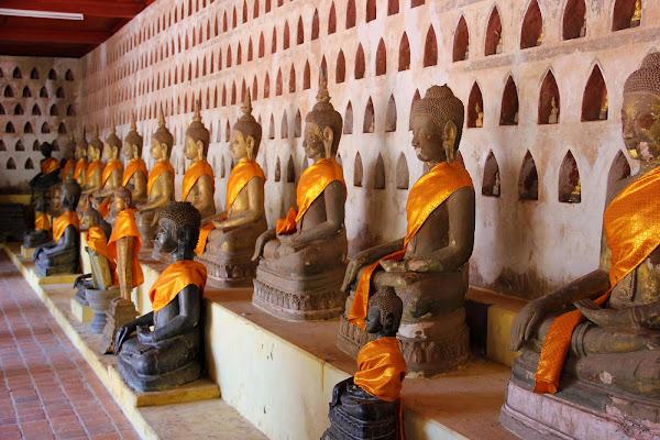 Statues de Bouddha au Wat Saket